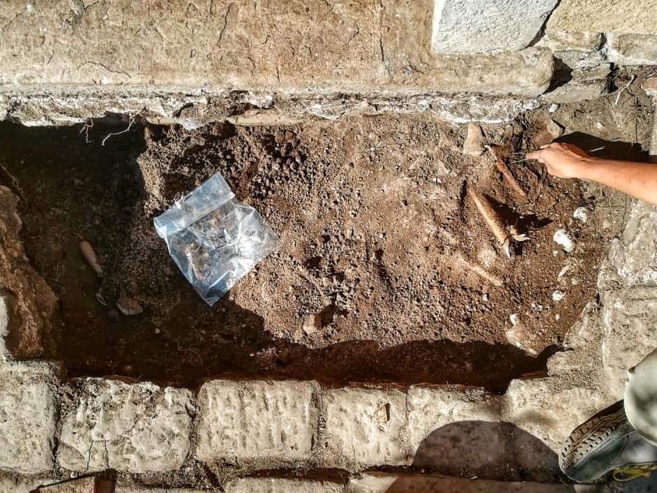 scavo tombe san sisto